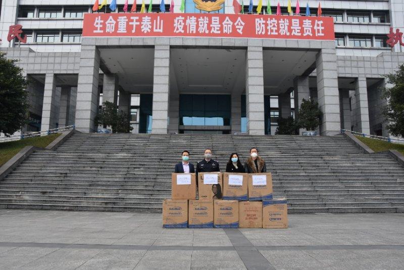 中建锦程同上海阆中商会第二批捐赠现场